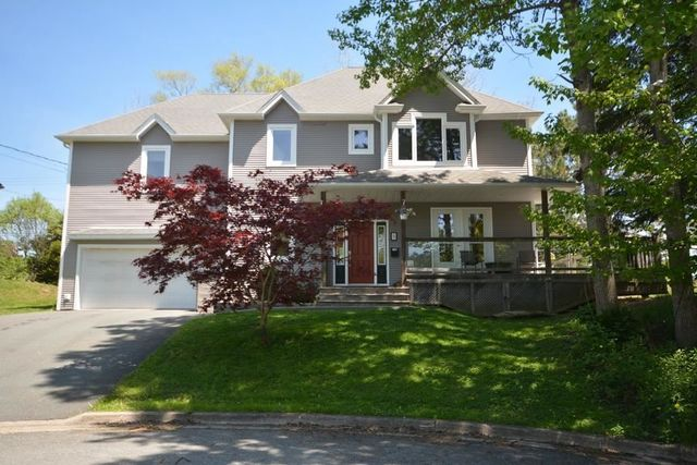 5 Lakewater Court