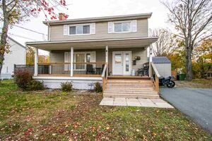 61 Valleyfield Drive, Woodlawn